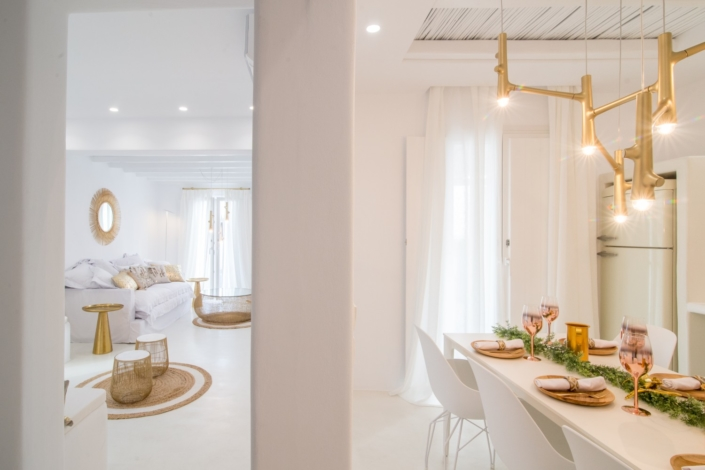 The 135m² villa combines the traditional Cycladic style with modern details